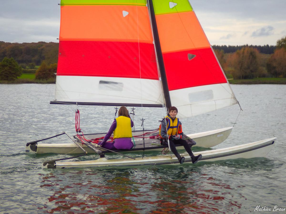 Quand le vent est calme, on profite du confort du catamaran
